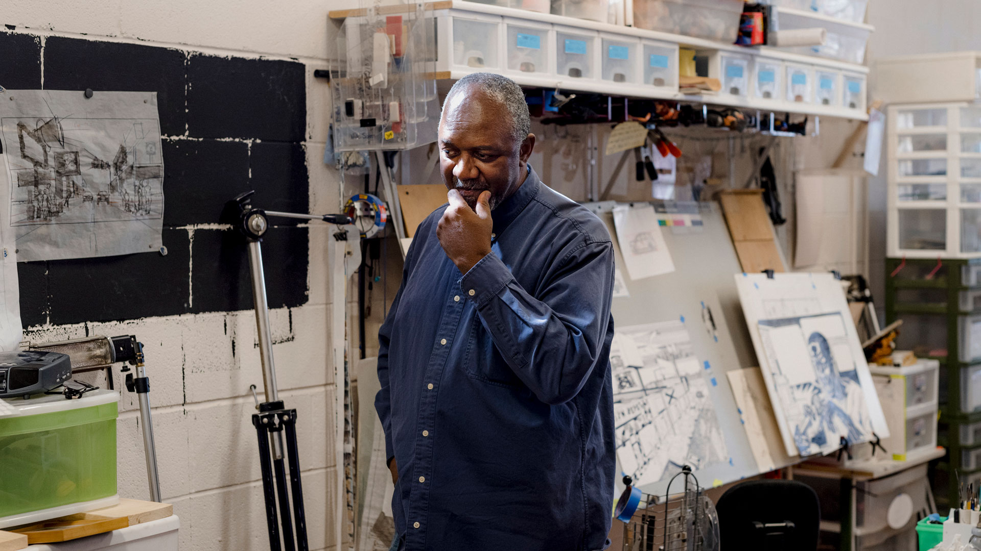 A photo of the artist Kerry James Marshall in his studio in 2016.