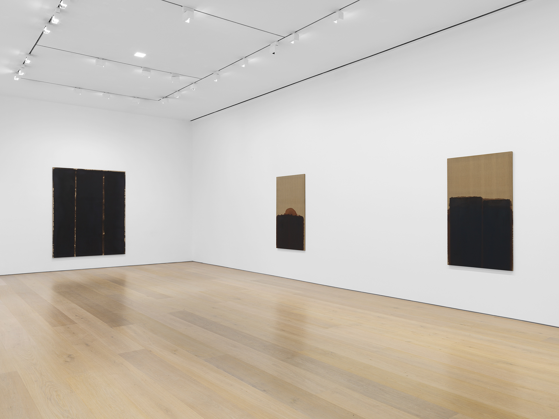 An installation view of an exhibition of paintings by Yun Hyong-keun at David Zwirner, New York, in 2020.