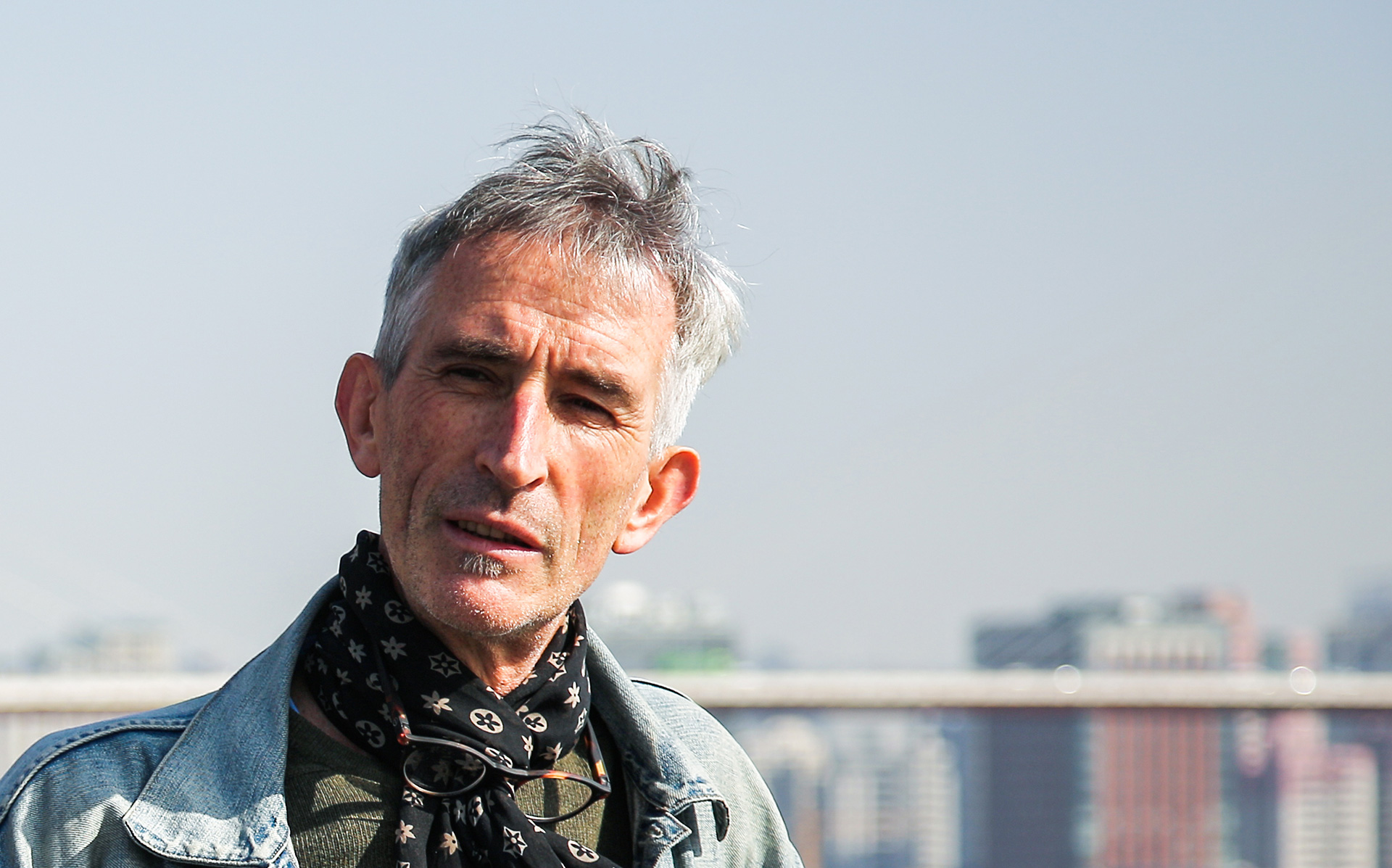 A photo of Francis Alÿs. Photo by Jiang Wenyi.