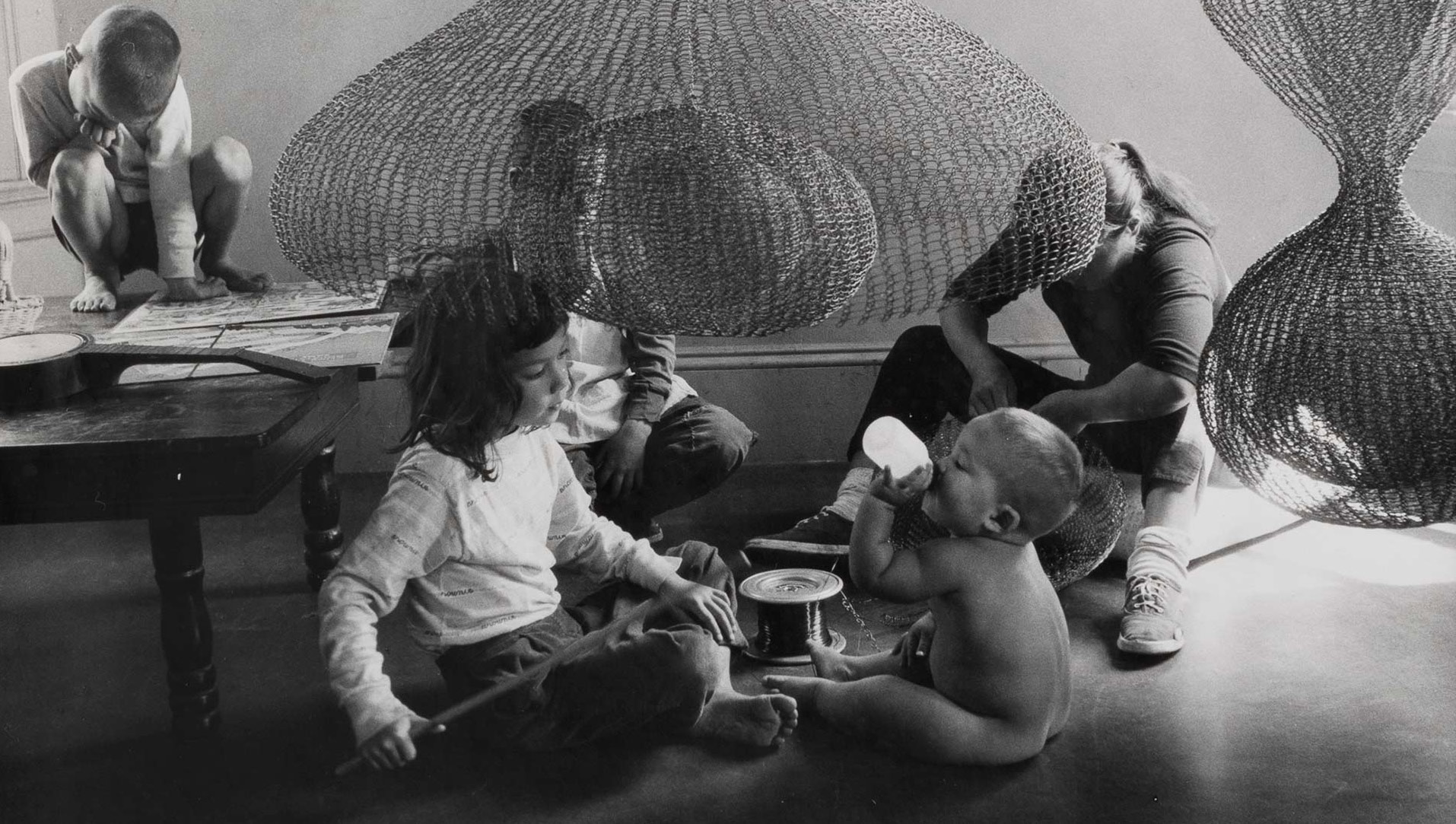 A photo of Ruth Asawa and her children, dated 1957. Photo by Imogen Cunningham.
